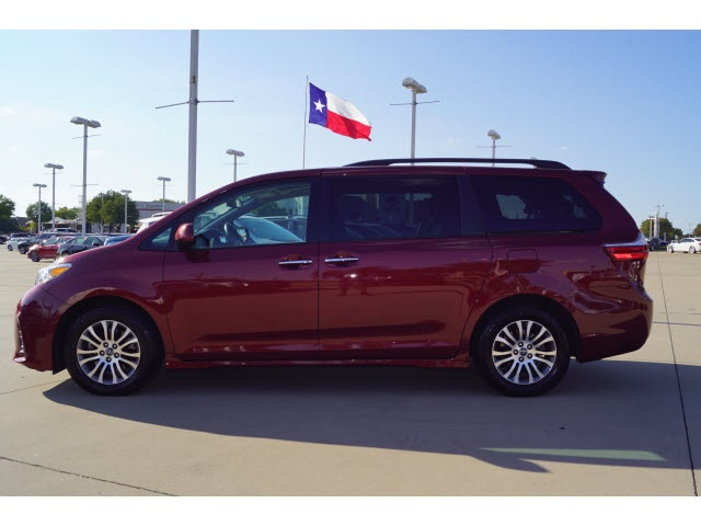 Pre-Owned 2019 Toyota Sienna Limited Premium